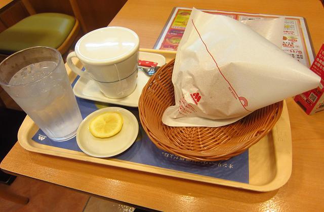モスバーガー高知大橋通り店 スパカツバーガーと紅茶