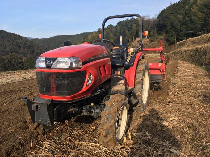 耕せない車は時代遅れ。これからはフェラーリよりもトラクターですよ