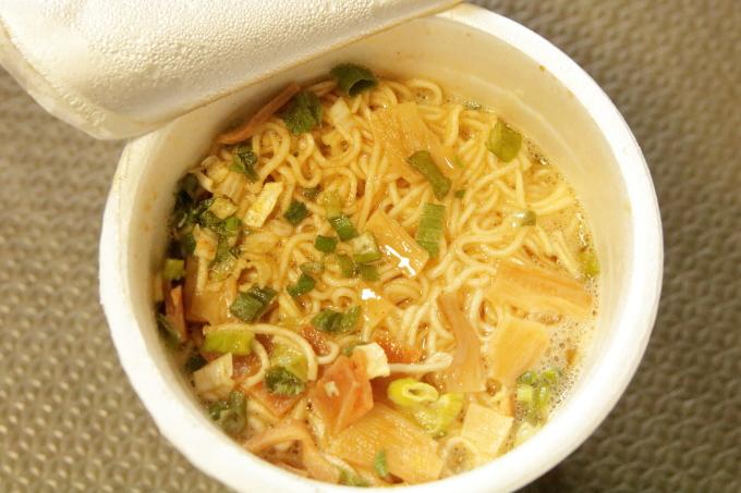 裏・金色不如帰(こんじきほととぎす)カップ麺・白・できあがり