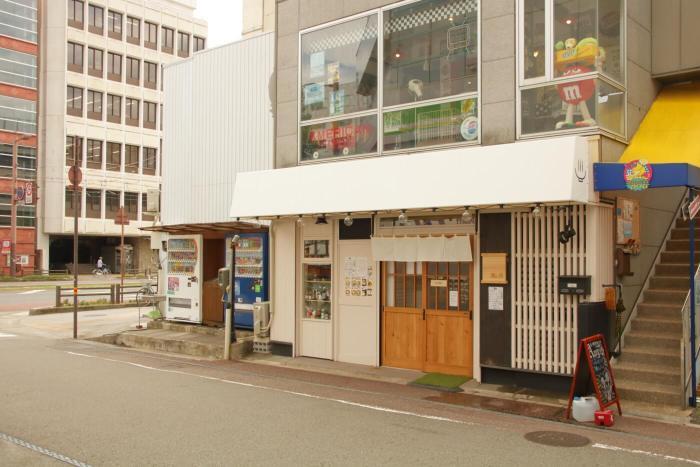 高知市のラーメン 鶏と魚 外観