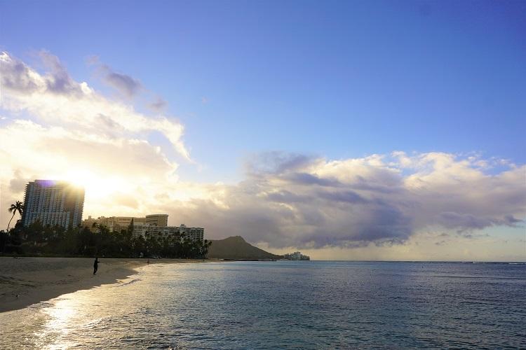 ヒルトン前の朝焼けビーチ
