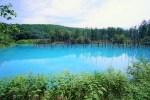 青と言うよりは水色に近い