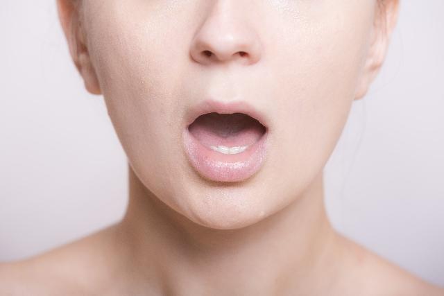 口内炎の治し方・アフタ性とは?塩やはちみつが効果的?