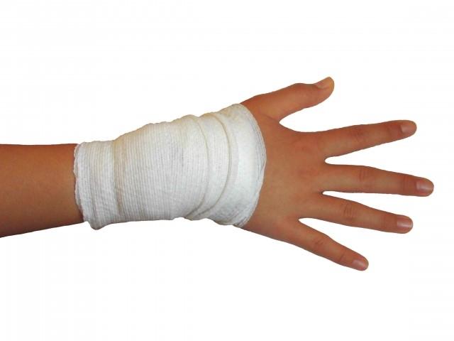 骨折の完治までの期間やより早く治す食べ物やサプリメント