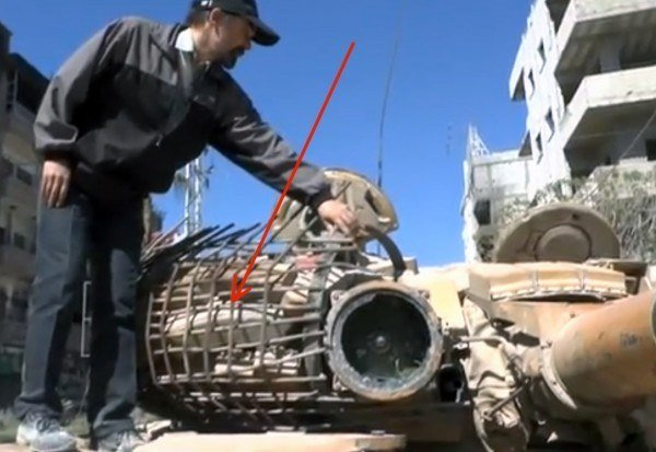 T-72 Tank Urban Special kit made ​​in Syria: Protection by rubble.
