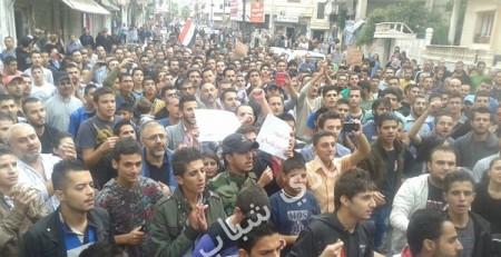 Akrama al-Jadida. Manifestation des proches des victimes... sans photo de Bachar al-Asad