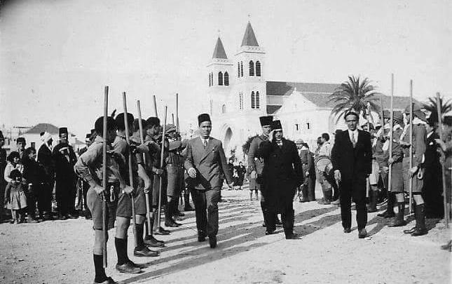 المحافظ مظهر رسلان عند وصوله إلى ملعب كرة القدم في اللاذقية 1937