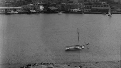 اللاذقية 1936- سفينة شراعية تدخل الميناء ومنظر عام للمرفأ