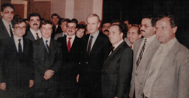 حافظ الأسد مع رفيق الحريري في زيارة إلى قصر الشعب عام 1988