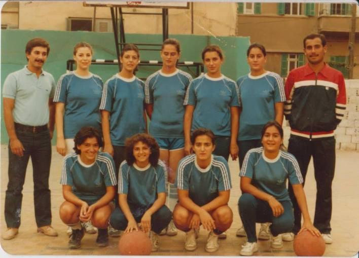 فريق سيدات نادي الوحدة عام 1985 على أرض ملعب نادي الثورة