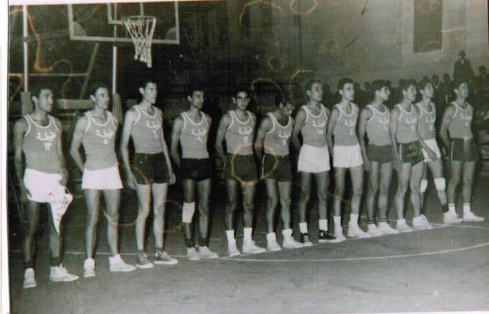 دمشق 1965 - فريق نادي الغوطة بكرة السلة وعلى أرض الملعب البلدي