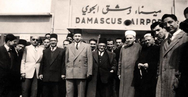 عمر بهاء الدين الأميري في مطار المزة عام 1948