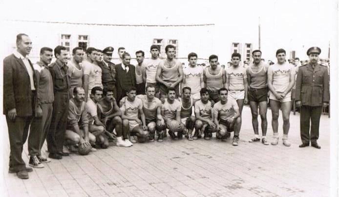 مباراة بين ثانوية التجهيز الأولى وفريق القوى الجوية بكرة اليد عام 1962
