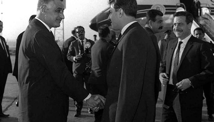 القاهرة 1968- جمال عبد الناصر في وداع نور الدين الأتاسي والوفد المرافق (1)