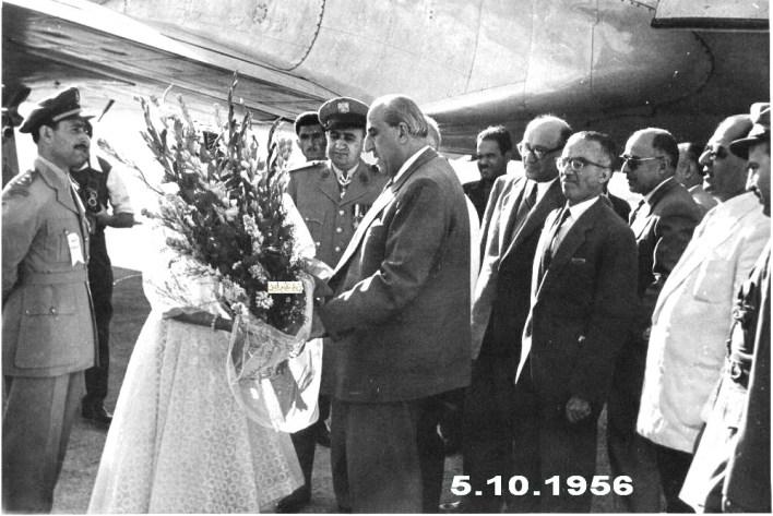 استقبال شكري القوتلي في مطار حلب في تشرين الأول عام 1956م