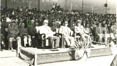 شكري القوتلي يشاهد العرض العسكري في حفل تخريج دورة ضباط للقوى الجوية عام 1956