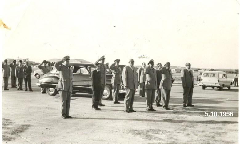 شكري القوتلي في مطار حلب بعد إنتهاء حفل تخريج دورة ضباط القوى الجوية 1956 (1)