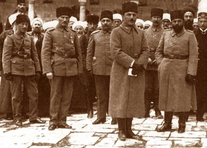 مصطفى كمال -أتاتورك، أنور باشا، جمال باشا، وخلفهم علماء دمشق عام 1917م