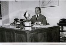 الدكتور عدنان الخطيب محافظ اللاذقية في مكتبه عام 1962