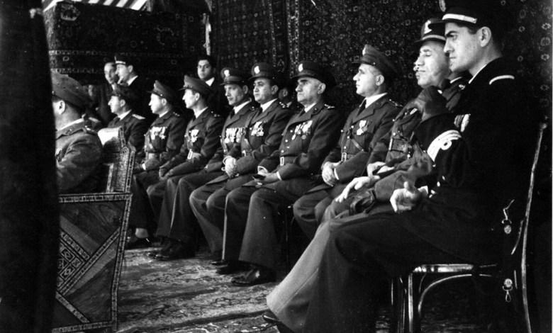 ضباط من الجيش - احتفال عيد الجلاء 1954  8
