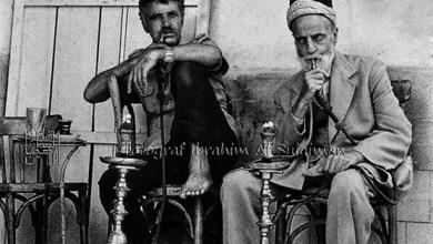 مدخنو النرجيلة في مقهى خبيني في دمشق عام 1989