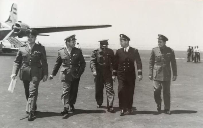 مجموعة من الضباط السوريين في مطار المزة عائدين من زيارة لمصر عام 1956