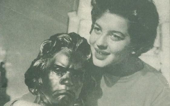 منى عبد الأحد ملكة جمال الصحافة في سورية عام 1957
