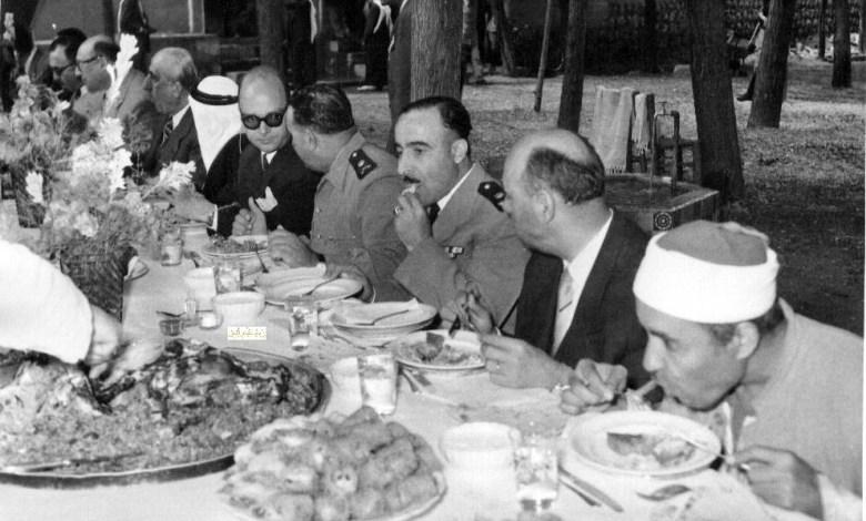 شكري القوتلي والسفراء العرب في وليمة غذاء عام 1957م (2)