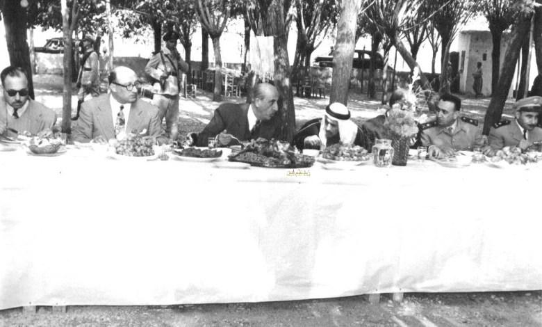 شكري القوتلي والسفراء العرب في وليمة غذاء عام 1957م (1)