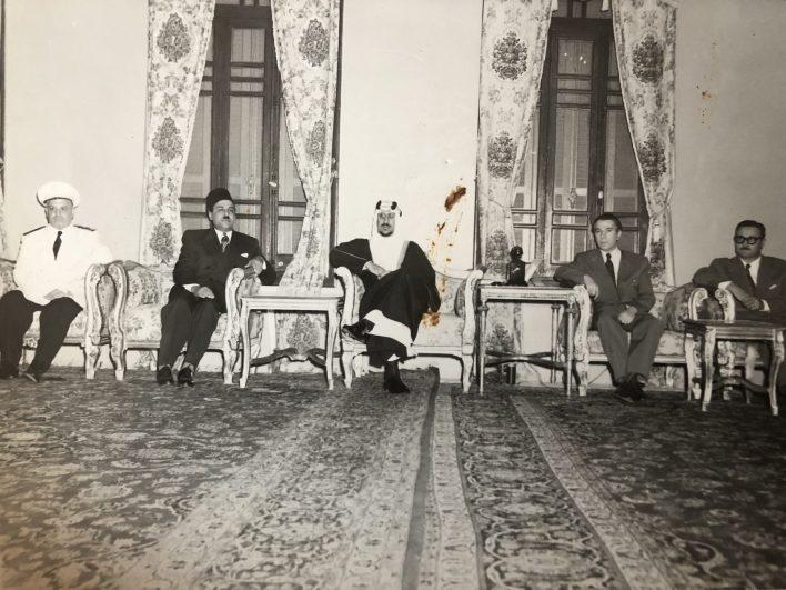 جمال الفيصل يهنئ سعود عبد العزيز بالتربع على عرش السعودية 1954