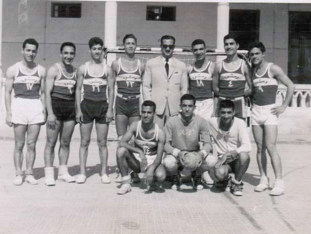 أول منتخب لمدارس دمشق بكرة اليد عام 1962