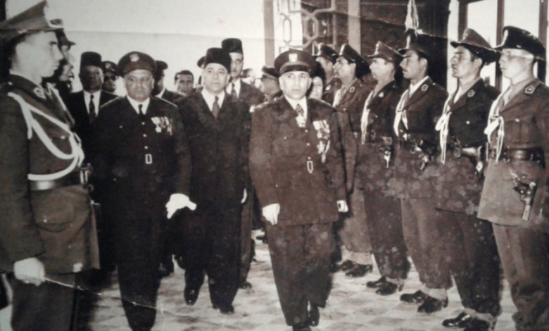 أديب الشيشكلي في فندق أبي الفداء الكبير في حماة عام 1952