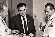 الرئيس نور الدين الأتاسي يستقبل رواد الفضاء السوفييت عام 1966