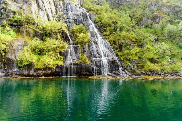 Wasserfall im Trollfjord
