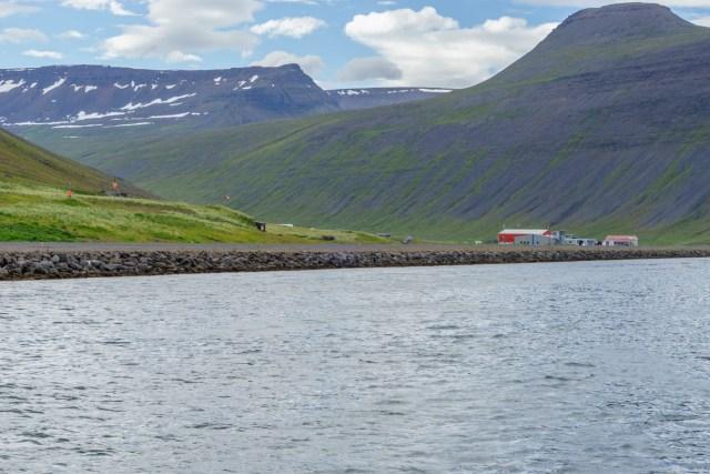 Landebahn des Flughafens in Isarfjörður