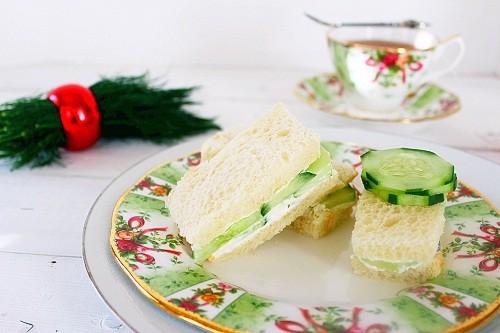 Cucumber Tea Sandwich. A refreshing cucumber sandwich with a dill cream cheese spread. #cucumber #sandwich #tea #southernfood