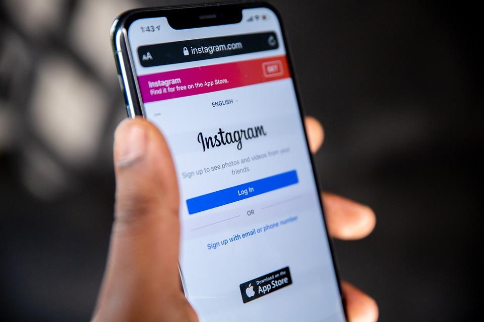 Come taggare un partner commerciale su Instagram