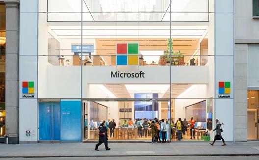 Le ultime tecnologie Microsoft per l'innovazione delle automobili connesse a internet