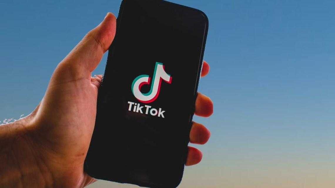 Come fare un TikTok con cambio abito