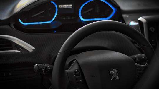 Come aggiornare lo schermo touchscreen nella Peugeot 3008