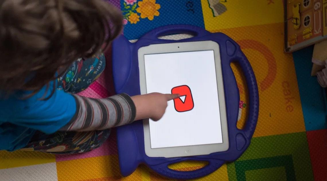 Cosa si intende per esperienza con supervisione su YouTube?