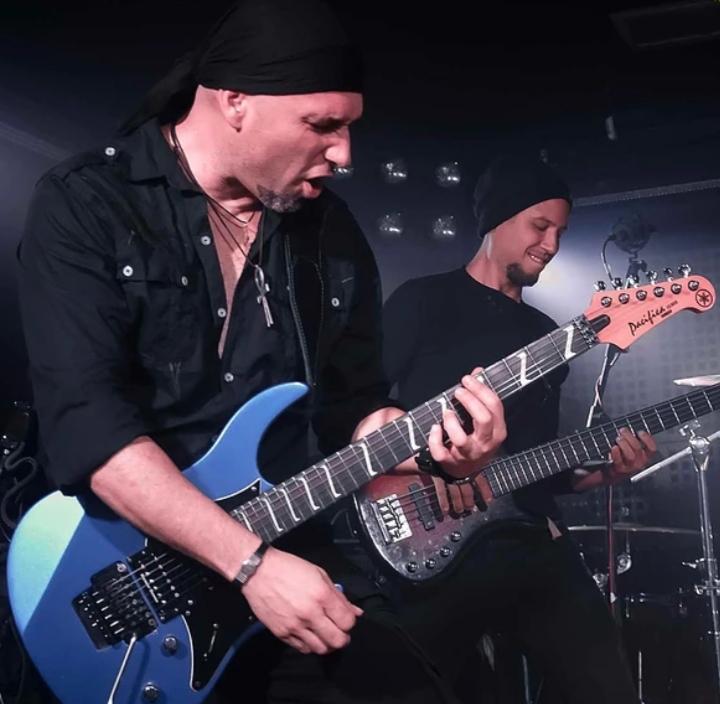 Guitarrista - Bajista