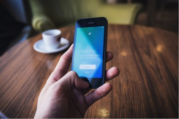 Como adicionar e trocar várias contas do Twitter no celular