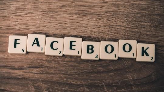 Как посмотреть архив историй на Facebook