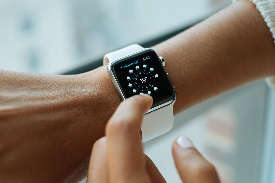 Как изменить циферблат часов на Apple Watch