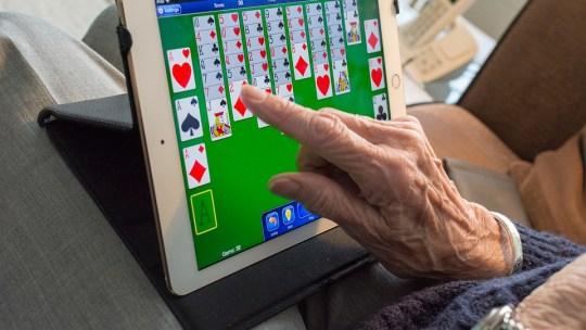 Как выбрать планшет для пожилых людей.