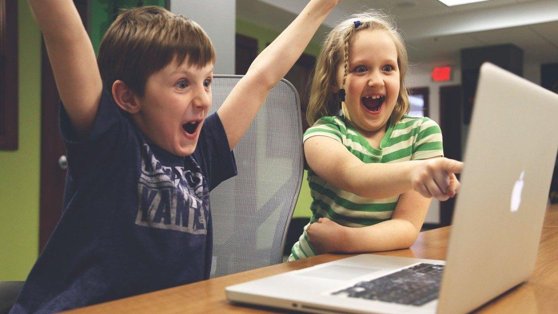 Dispositivos electrónicos para mantener entretenidos a los niños en cuarentena