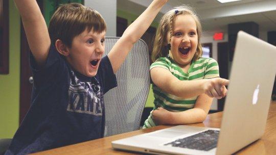 Dispositivos electrónicos para mantener aburridos a los niños en cuarentena