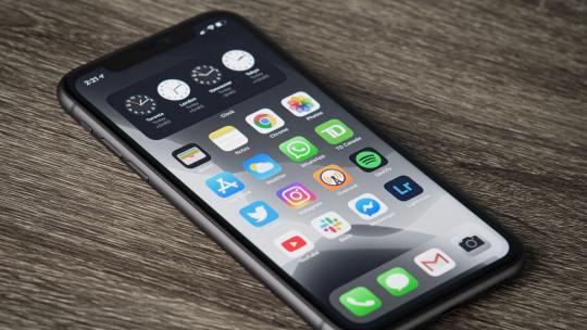 ¿Cómo puedo arreglar una aplicación del iPhone que no responde?