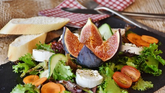 How to prepare rich and healthy salads